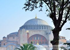 The dome of Hagia Sophia is the most striking element in the structure. The first dome built by Anthemius & Isidorus. Byzantine Architecture, Historical Architecture, Art And Architecture, Beautiful Mosques, Beautiful Sites, Byzantine Art, Hagia Sophia, Istanbul