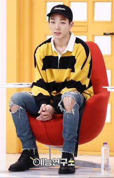 for MBC Insolent Housemates/Living Together in an Empty Room. This outfit😍 Kim Jinhwan, Chanwoo Ikon, G Dragon, Winner Ikon, Ikon Debut, Korean Bands, Music Film, Bruce Lee, Yg Entertainment