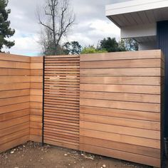 Top Best Modern Fence Ideas Contemporary Outdoor Designs Inspiration With Wood Gate Modern Wood Fence, Modern Fence Design, Wood Fence Design, Privacy Fence Designs, Privacy Fence Decorations, Wood Fence Gates, Wooden Gates, Diy Fence, Backyard Fences