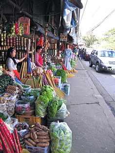 The Buzz in Baguio Philippines  ..a glimpse of how our market looks like..
