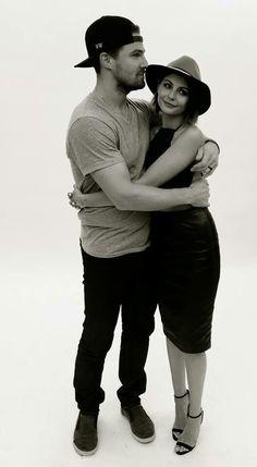 Stephen Amell & Willa Holland