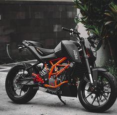 Ktm Motorcycles, Triumph Bikes, Yamaha Bikes, Duke Motorcycle, Duke Bike, Ktm 200, Ktm 125 Duke, Bike Leathers, Yamaha Fazer