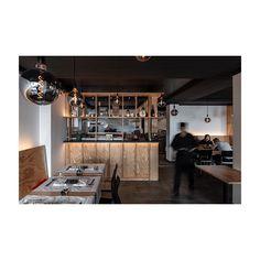 #ig_zurich #zürichgehtaus #zurichrestaurant #zhwelt #architektur #architekturfotografie #gastronomie #interiordesign #swissarchitecture Swiss Architecture, Interiordesign, Liquor Cabinet, Storage, Furniture, Home Decor, Fine Dining, Architecture, Purse Storage