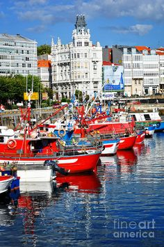 Boats in the Harbor - La Coruna, Spain (Galicia) Places To Travel, Places To See, Travel Around The World, Around The Worlds, Ski Nautique, Madrid, Barcelona, Europe, Spain And Portugal