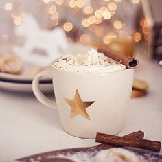 Hot white chocolate with cinnamon...now on my Blog... Cup from @pushandcoco #newblogpost #linkinprofile #pushandcoco #xmas
