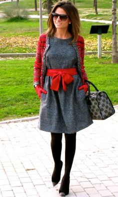 Fashion and Style Blog / Blog de Moda . Post: Red & Grey / Rojo y Gris See more/ Más fotos en : http://www.ohmylooks.com/?p=6159 by Silvia García Blanco