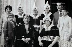 Thames Smit (Nars van Vijgie), viskoper, arbeider 1912-1990. Gehuwd in 1936 met Aaltje Tol (Aal van Krabbetje) 1912-1995. 7 Kinderen. #NoordHolland #Volendam