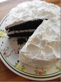 ... Perfectly Chocolate Cake with Fluffy White Icing - Cake Duchess More