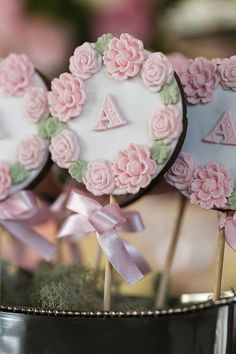 White Wedding Cakes, Wedding Cakes With Flowers, Gold Wedding, Wedding Cupcake Toppers, Wedding Cupcakes, Fondant Cookies, Cupcake Cookies, Paletas Chocolate, Magnum Paleta
