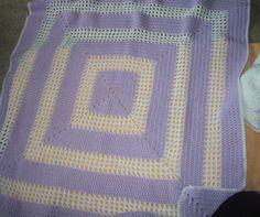 Conjunto de suéter y manta de bebé