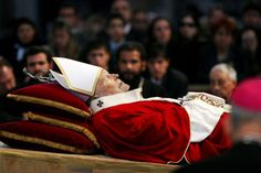 The Christian world mourns the passing of Pope John Paul II Pope Pius Ix, Juan Pablo Ii, Wuxi, Christian World, Pope John Paul Ii, Iconic Photos, Amazing Photos, Catholic Quotes, Jesus On The Cross