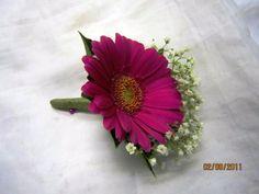 Mini gerbera - buttonholes - http://www.houseofflowerssuffolk.co.uk/js/tinymce/plugins/imagemanager/files/wedding/wedding_22.jpg