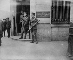 British Troops guarding the Hibernian Bank on the corner of O'Connell Street and Abby Street during the War of Independence Ireland 1916, Dublin Ireland, British Soldier, British Army, Michael Collins, The Siege, Al Capone, Irish Eyes, Northern Ireland