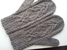 Ravelry: suzygirl's Magic Mirror Mittens free cable pattern for a hat Loom Knitting, Knitting Stitches, Knitting Socks, Knitting Patterns Free, Baby Knitting, Free Knitting, Free Pattern, Hat Patterns, Stitch Patterns