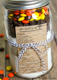 Fall Cookies in a Jar Gift 12 Fall Printables-- gifts for this year Mason Jar Cookie Recipes, Mason Jar Cookies, Mason Jar Meals, Mason Jar Gifts, Meals In A Jar, Cookie Jars, Mason Jars, Gift Jars, Canning Jars