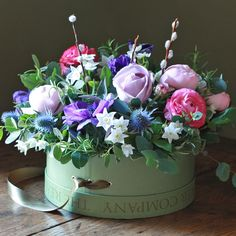 Purple & Pink Spring Hat Box Arrangement filled with Roses, Ranunculus, Anemones, Narcissi and Pussy Willow ♥ Source: The Real Flower Company Real Flowers, Beautiful Flowers, Cut Flowers, Mother's Day Bouquet, Spring Hats, Flower Company, Luxury Flowers, Mothers Day Flowers, Flower Boxes