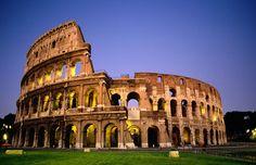 Esta imagen representa al Coliseo Romano o anfiteatro Fabio, el cual es el símbolo de lo grande que fue el imperio romano, podemos allar en el corazón de la antigua roma, capital de Italia.