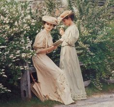 Victorian Garden Party-When ladies dressed like-well-ladies! If there is a fashion trend I liked best, it's this one!
