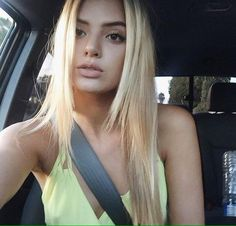 Selfies thatll keep you up all night Photos) Alissa Violet Hair, Alissa Violet Style, Selfie Sexy, Allisa Violet, Long Hair Cuts, Poses, Pretty Hairstyles, Sporty Hairstyles, Cut And Color