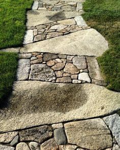 Garden paths Stone garden paths Patio stones Garden walkway Garden landscaping Stone walkway - Lots of folks are picking this fantastic layout for their slatewalkway - . Stone Garden Paths, Garden Stones, Walkway Garden, Stone Walkways, Stone Paths, Patio Stone, Unique Gardens, Beautiful Gardens, Pathways