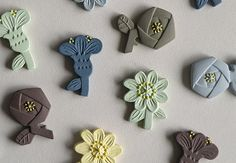 aromatherapy brooches. just add drop a scent and wear..香りをつけて楽しむ、アロマディフューザータイプのブローチ 「breath of garden」の写真