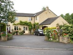 Westmorland House offers excellent accommodation with short level walk to town by riverside. Guests private entrance and staircase leading to two tastefully decorated, bright modern rooms. Highly complimented breakfasts served in summery dining room. Guest Accommodation with 2 rooms, £35-£38 pppnb