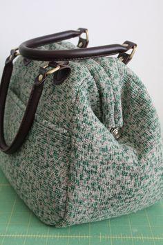 Tutorial: Piping a Mary Poppins Carpet Bag & Pattern Give Away! / Britex Fabrics | Britex Fabrics