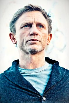 The one who doesn't give a damn Daniel Craig James Bond, James Bond Outfits, Craig Bond, Best Bond, Film Director, Dragon, Handsome, Actors