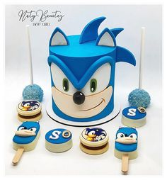 Sonic Birthday Cake, Sonic Cake, Beautiful Cakes, Amazing Cakes, 40th Party Decorations, Sonic The Hedgehog Cake, Sonic Party, Cake Decorating For Beginners, Character Cakes