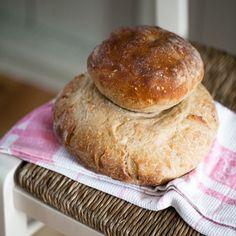 """""""In cucina c'era una cosa che la Signora Woolf faceva molto bene: del bel pane. La prima domanda che mi fece quando arrivai a Monk's House fu se sapevo farlo. Le dissi che lo avevo fatto per la mia..."""