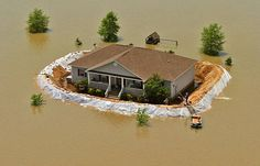 here's a homemade levee in arkansas. Tiny Build, Flood Barrier, Survival Shelter, Expensive Houses, Futuristic Architecture, Arkansas, Cool Photos, Amazing Photos, Bungalow