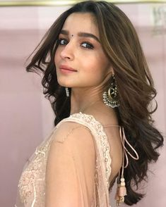 Alia Bhatt wore silver earring for Upcoming Release Movies 2020 Indian Bollywood Actress, Bollywood Fashion, Indian Actresses, Bollywood Style, Bollywood Updates, Girl Photo Poses, Girl Photography Poses, Alia Bhatt Photoshoot, Alia Bhatt Cute