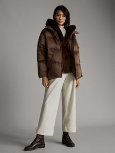 The most elegant outerwear for women at Massimo Dutti. Find the latest Spring/Summer 2019 collection of wool, denim or puffer jackets, gilets, parkas & coats. Black Parka, Outfit Invierno, Outerwear Women, Puffer Jackets, Timeless Fashion, Latest Fashion Trends, Coats For Women, Winter Outfits, Normcore