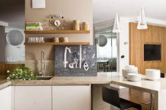 Aranżacja otwartej kuchni w nowoczesnym stylu. Nowoczesna kuchnia z barkiem - pomysły i inspiracje na wystrój wnętrz. Jak urządzić kuchnię w drewnie i bieli