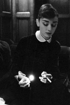 """Audrey Hepburn in the set of """"The Nun´s Story"""""""