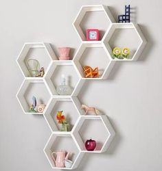 Honeycomb shelves as book storage shelf ideas can be quite unique focal point in the entire decor. DIY hexagon shelves can be learned and the plans are free on the net Honeycomb Shelves, Hexagon Shelves, Science Bedroom, Science Room Decor, Home Storage Solutions, Storage Ideas, Shelving Ideas, Shelving Design, Diy Storage