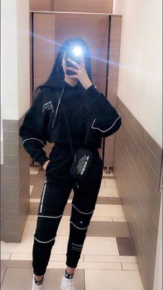 Sporty Outfits, Mode Outfits, Retro Outfits, Cute Casual Outfits, Teenage Girl Photography, Girl Photography Poses, Girl Photo Poses, Girl Photos, Look Kylie Jenner