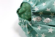 Handmade with ❤️❤️❤️ Ranita de bebé color verde menta con estrellas beige #baby #SpringSummer2015 #corazondeleonkids #madeinSpain #moda #ranita #estrella #verdementa #green #stars