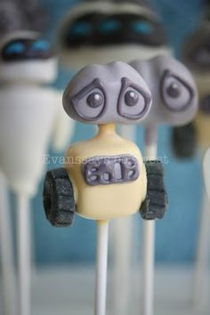Wall-E cake pop - Evanssays be sweet