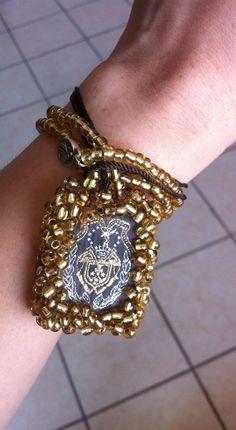 Escapulario moderno ;) Creado por mi a nombre d mi micro-empresa LUISART* ;) Urban Jewelry, Boho Jewelry, Jewelry Crafts, Jewelery, Jewelry Accessories, Fashion Accessories, Handmade Jewelry, Religious Jewelry, Fabric Jewelry