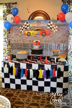 {My Parties} Lachlan's Two-lladega Nascar Inspired Race Car Party! Hot Wheels Birthday, Hot Wheels Party, Race Car Birthday, Cars Birthday Parties, 2nd Birthday, Birthday Ideas, Festa Nascar, Race Car Party, Birthday