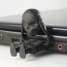 Black Skull USB Flash Drives. $10 Oh, yes. Ima need some of these.