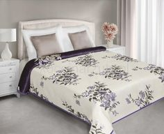 Narzuta i kapa dwustronna na łóżko w kolorze kremowym w fioletowe kwiatuszki