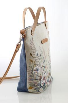 "Ručne maľovaná ľanová kabelka ""RosieBella"" / Zboží prodejce BluberySK | Fler.cz Drawing Bag, Potli Bags, Fabric Tote Bags, Painted Bags, Embroidery Bags, Creation Couture, Sketch Inspiration, Simple Bags, Denim Bag"
