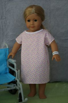American Girl Dolls : Free Hospital gown sewing pattern and tutorial for 18 AG dolls American Girl Outfits, American Girl Crafts, Sewing Doll Clothes, Girl Doll Clothes, Girl Dolls, Rag Dolls, American Girl Doll Hospital, American Doll Clothes, American Dolls