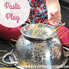 Pasta play - Easy play activities for toddlers and preschooler that work on fine motor skills. Play ideas for kids using pasta and spaghetti, easy no mess activity ideas. Indoor Activities For Toddlers, Toddler Learning Activities, Games For Toddlers, Home Activities, Infant Activities, Activities For 18 Month Olds, Children Activities, Motor Activities, Summer Activities