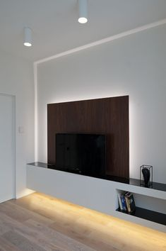 Here we showcase a a collection of perfectly minimal interior design examples for you to use as inspiration.Check out the previous post in the series: 30 Examples Of Minimal Interior Design Interior Architecture, Interior And Exterior, Interior Design Examples, Tv Unit Design, Interior Minimalista, Tv In Bedroom, Design Moderne, Minimalist Interior, Contemporary Interior