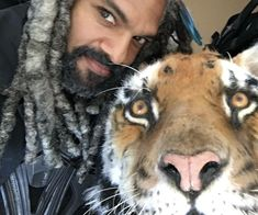 R.I.P Shiva, the most iconic tiger to live in The Walking Dead universe. You will be missed. Never forget that Shiva died a hero.