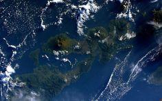 Vue depuis l'iSS sur les volcans des petites îles de la Sonde orientales en Indonésie.