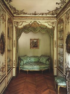 No directions, but would love to do this someday.   Here is the jaw-dropping Salon de L'Alcove, found in the 18th Century home of the Swiss Confederation ambassador.
